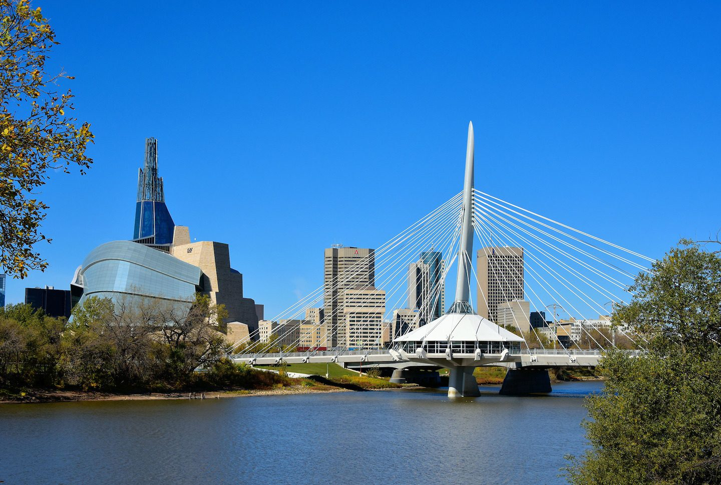 Canada-Winnipeg-Skyline-Along-Red-River-1440x968